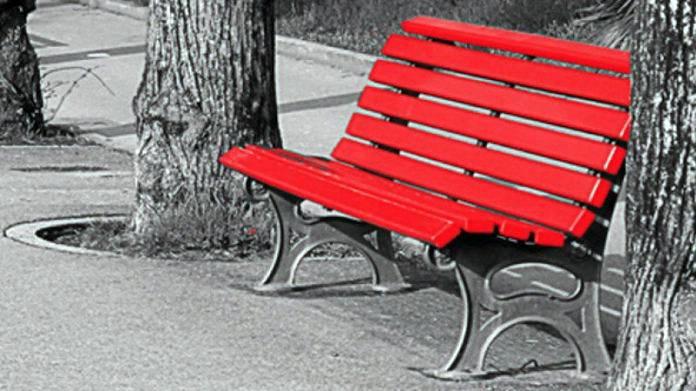 25-panchina-rossa-696x391.jpg