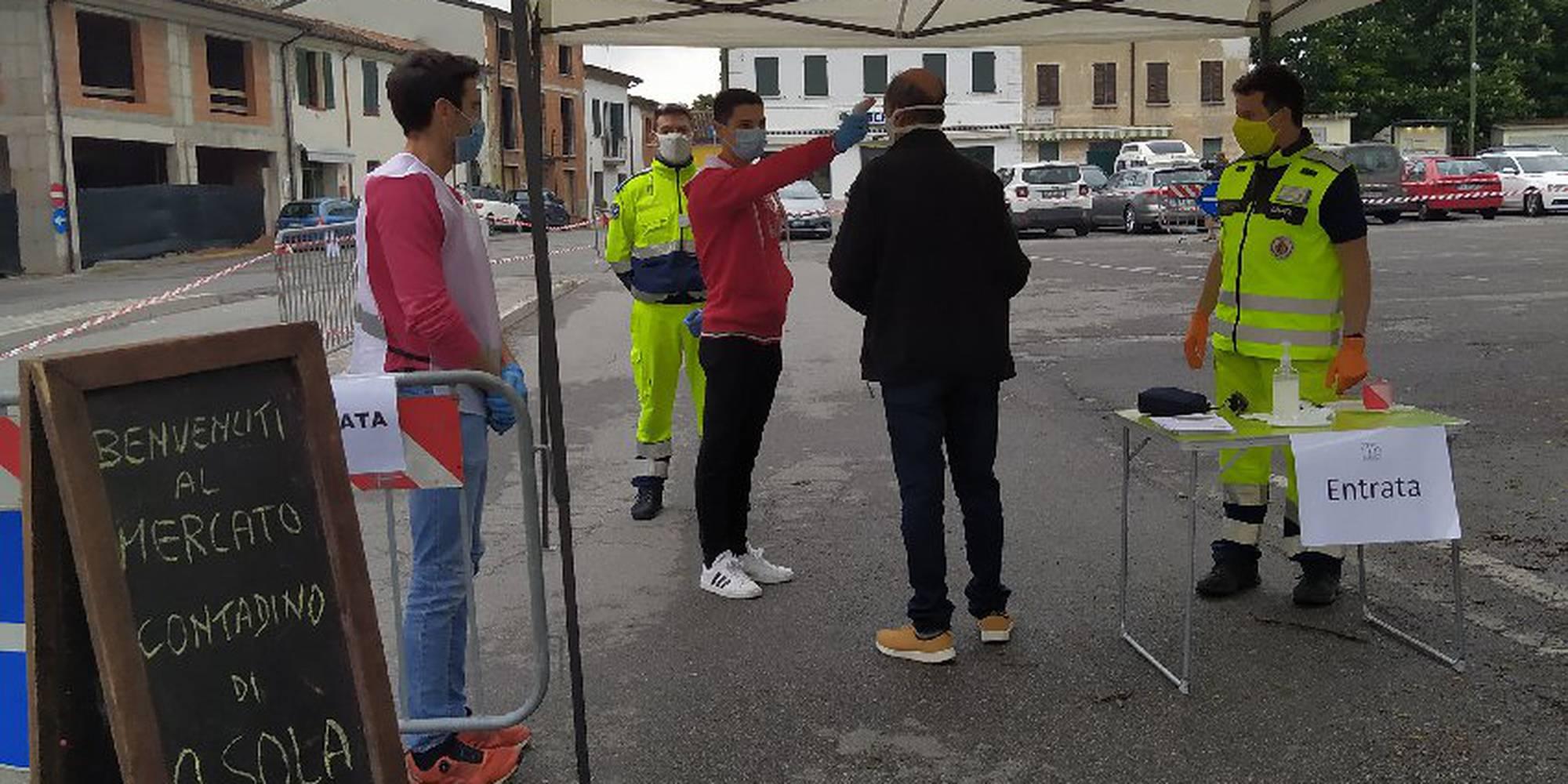 prova_della_temperatura_al_varco_del_mercato_di_asola_.jpg